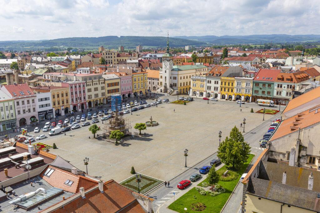 Pohled ze zámecké věže na Kroměřížské náměstí a radnici