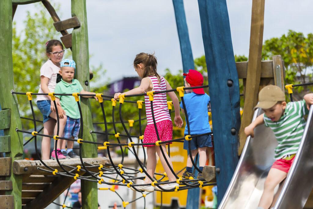 Děti na lanové dráze v Dětském světě Kroměříž