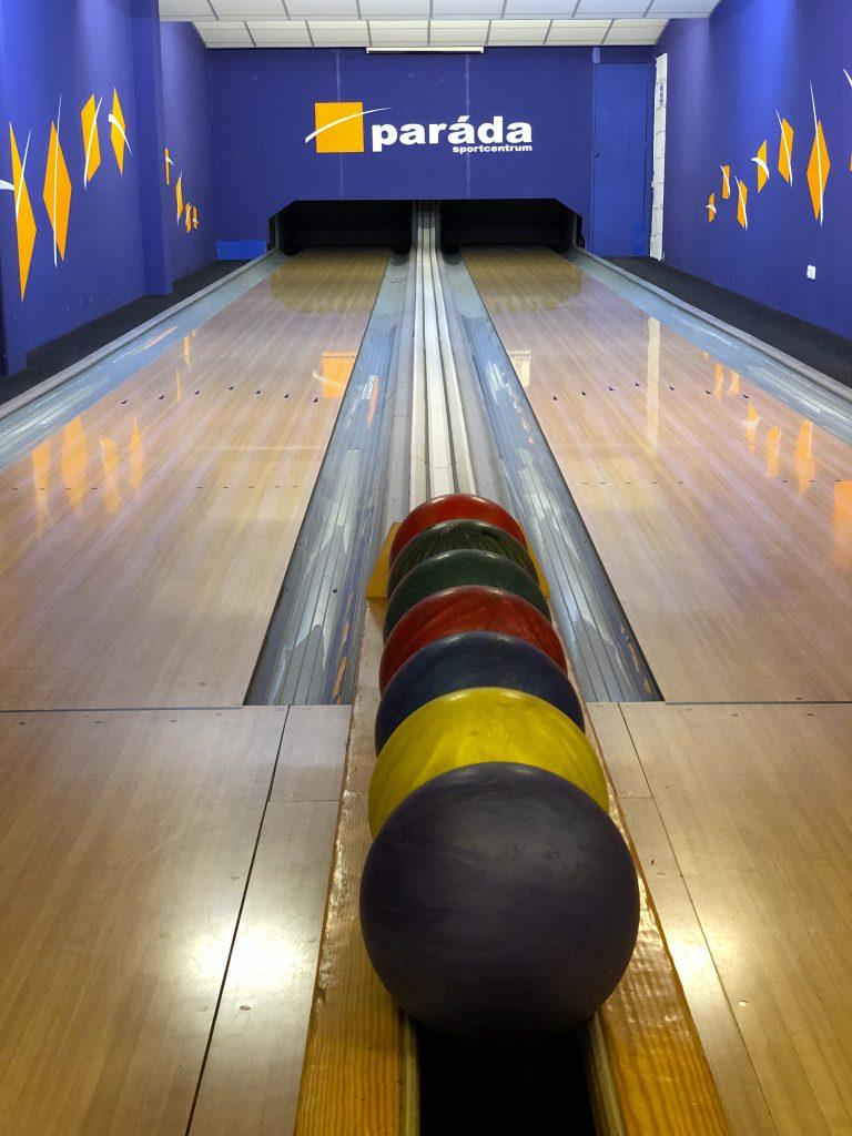 Bowlingové dráhy s připravenými koulemi