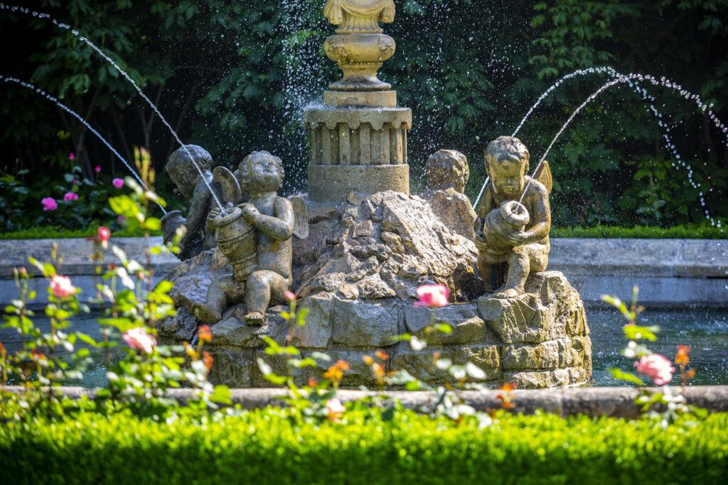 Stříkající Andělská fontána v Podzámecké zahradě