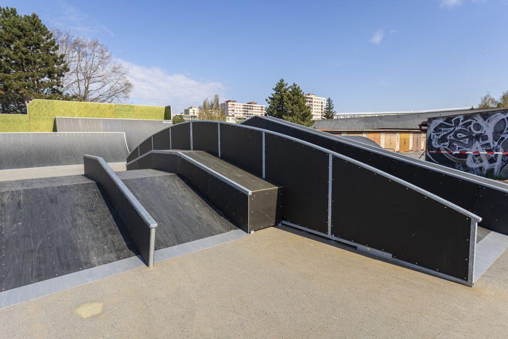 Detail na vybavení skateparku