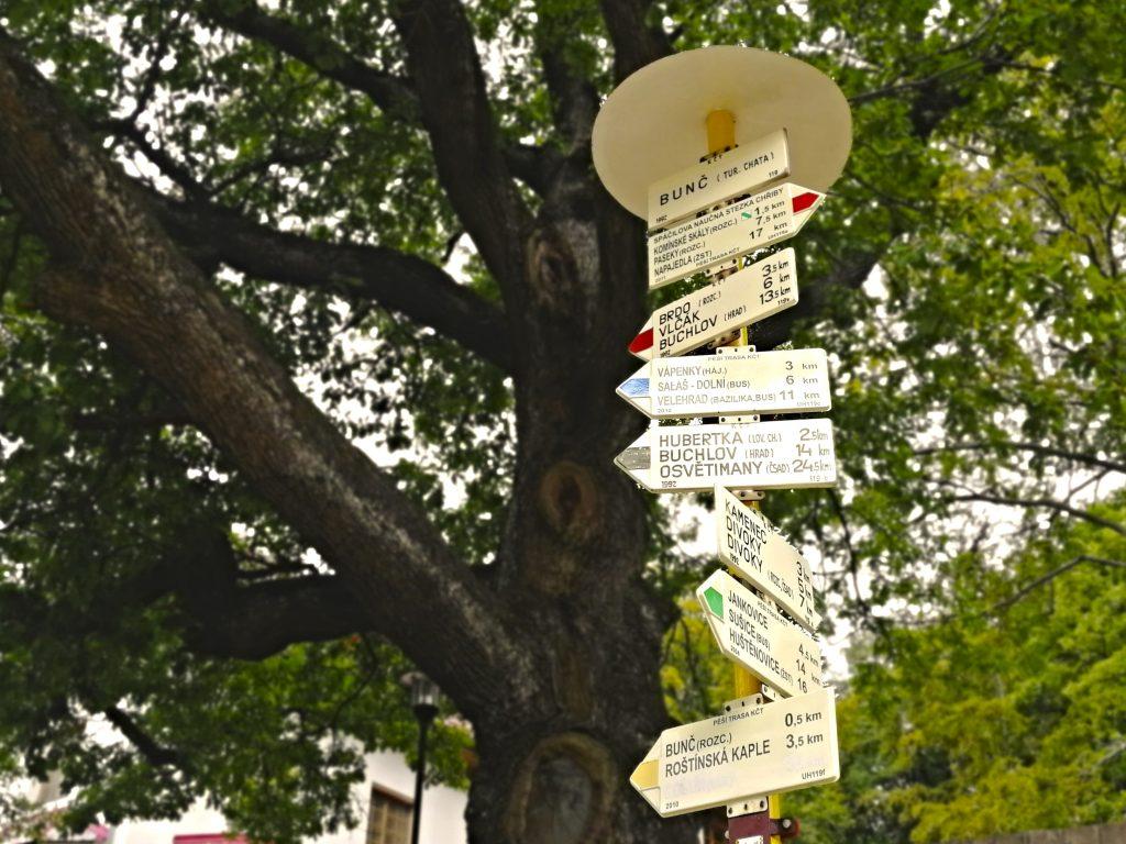 Turistické značky na Bunči
