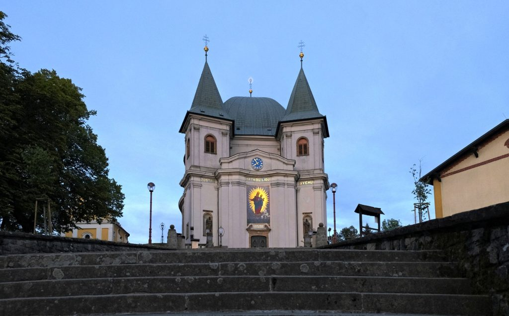 Schodiště vedoucí k bazilice Nanebevzetí Panny Marie