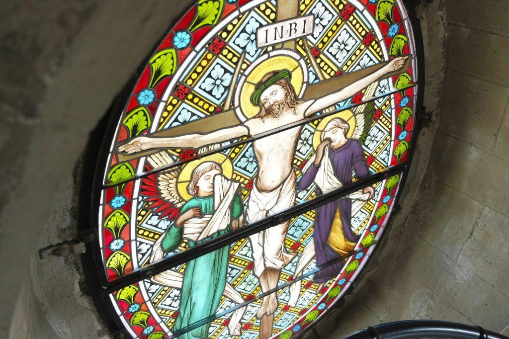 Detail vitráže baziliky Nanebevzetí Panny Marie
