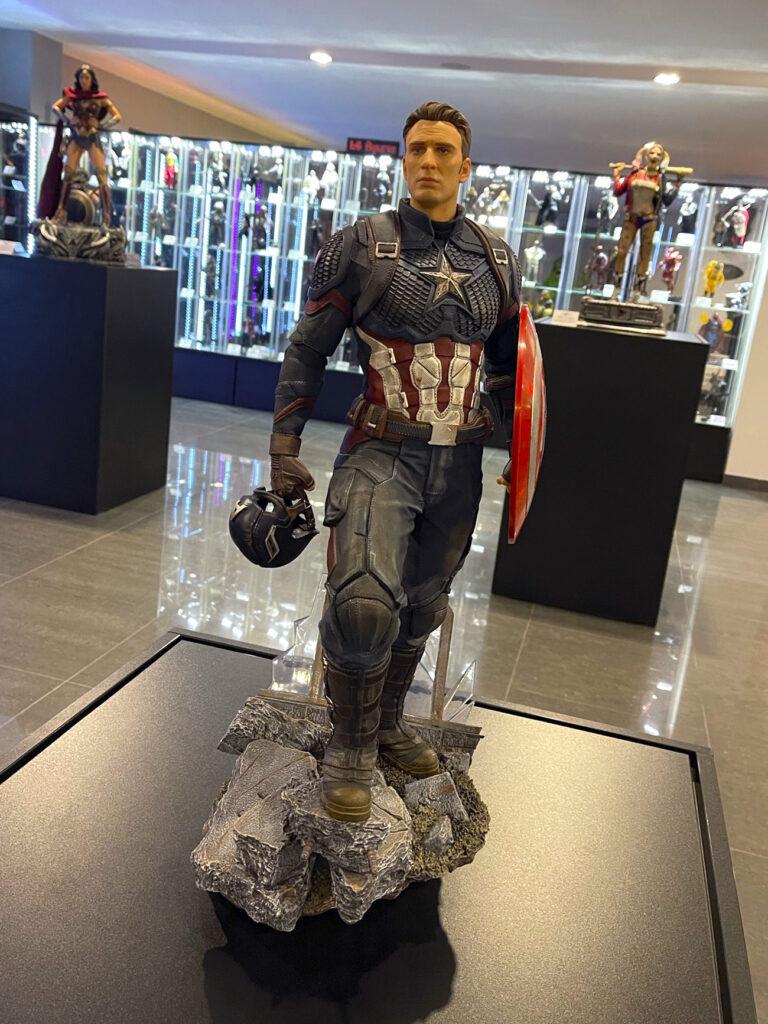 Figuríny Captain America, Harley Quinn a Wonder Woman v Film Legends Museum Kroměříž