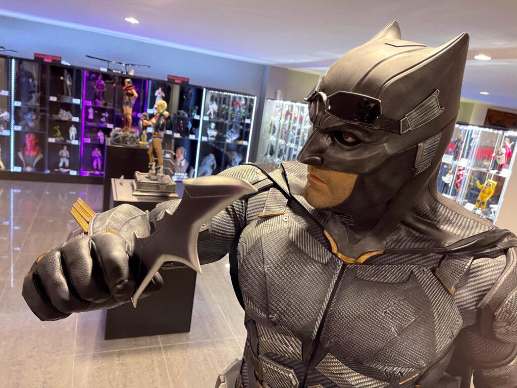 Figurína Batmana a dalších superhrdinů ve Film Legends Museum Kroměříž