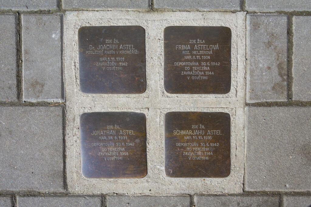 Kameny zmizelých připomínající rodinu posledního rabína Joachima Astela, Moravcova ulice v Kroměříži