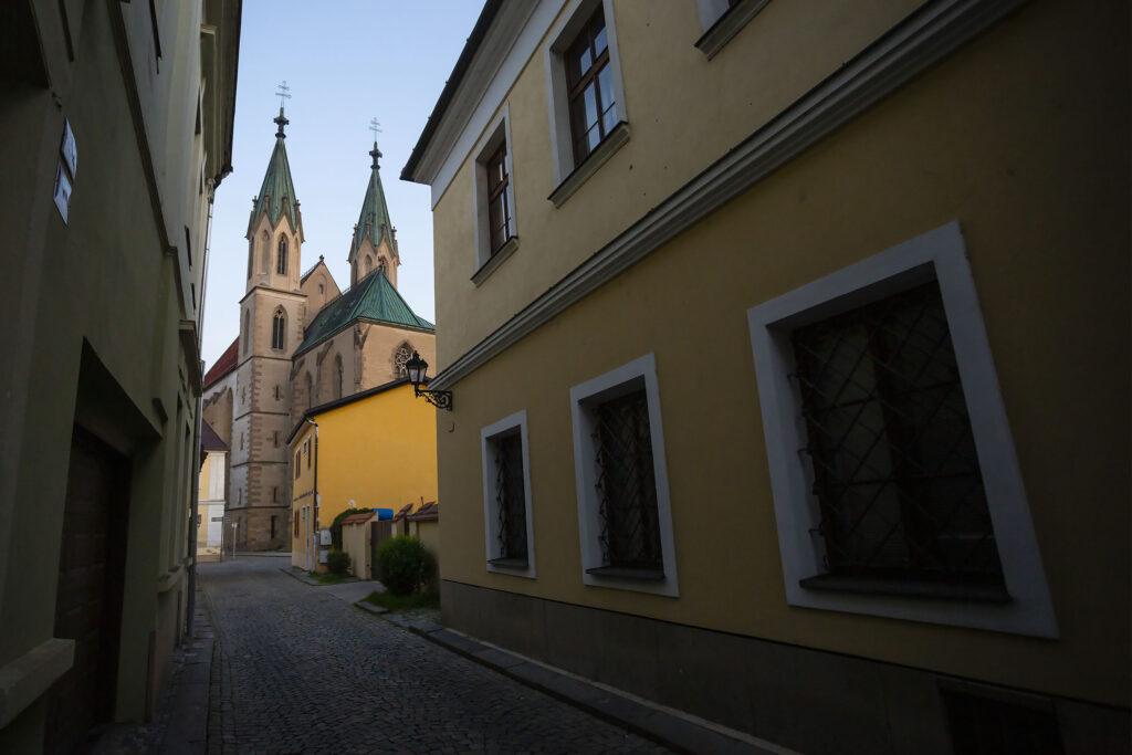 Křížkovského ulice a kostel svatého Mořice v Kroměříži