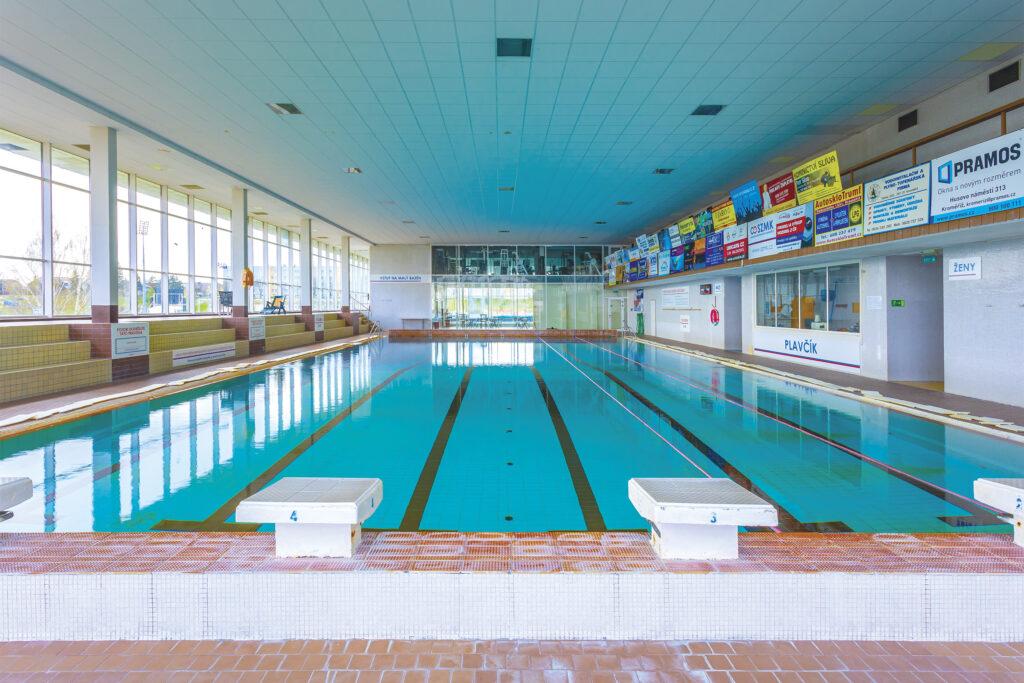 Skokanské můstky a plavecké dráhy na kroměřížském krytém bazénu