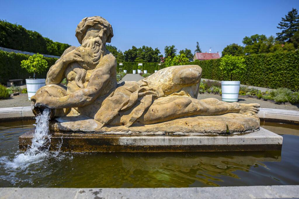 Neptunova kašna v Květné zahradě v Kroměříži