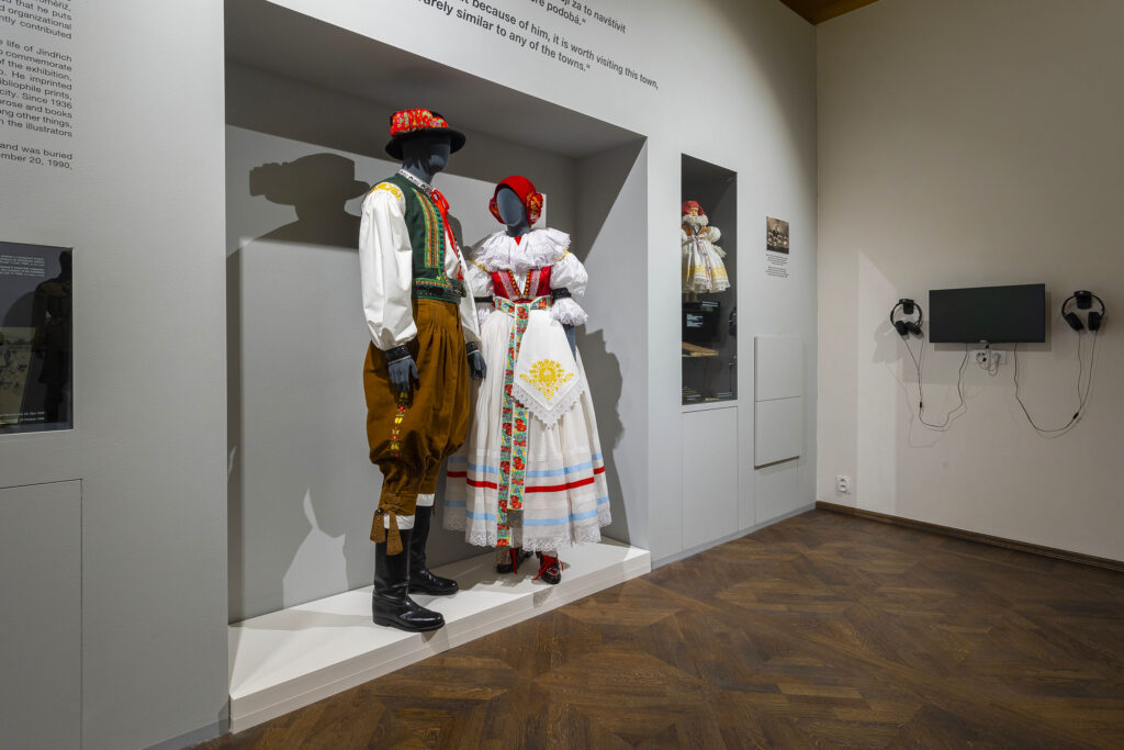Figuríny v hanáckých krojích v Muzeu Kroměřížska