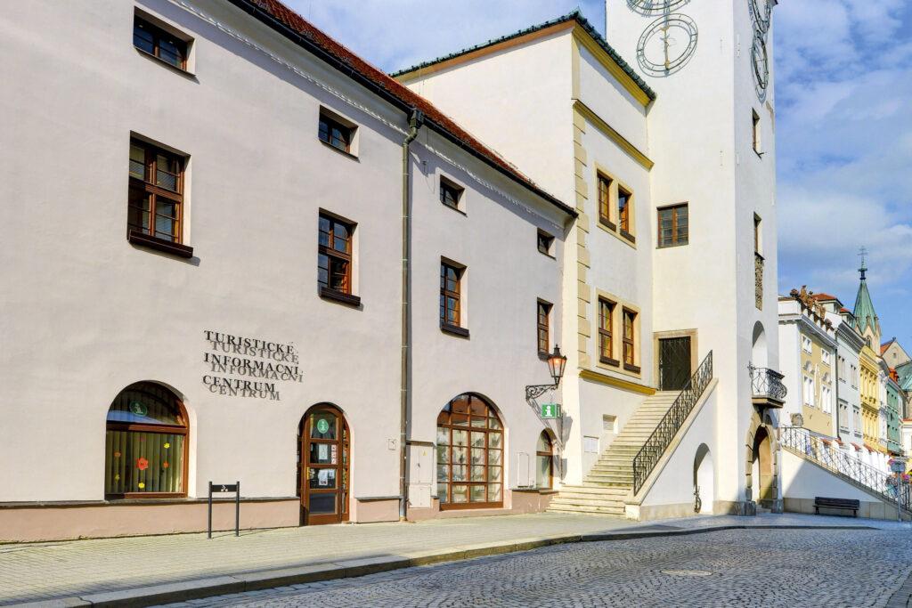 Pohled na hlavní vchod do Turistického informačního centra Kroměříž