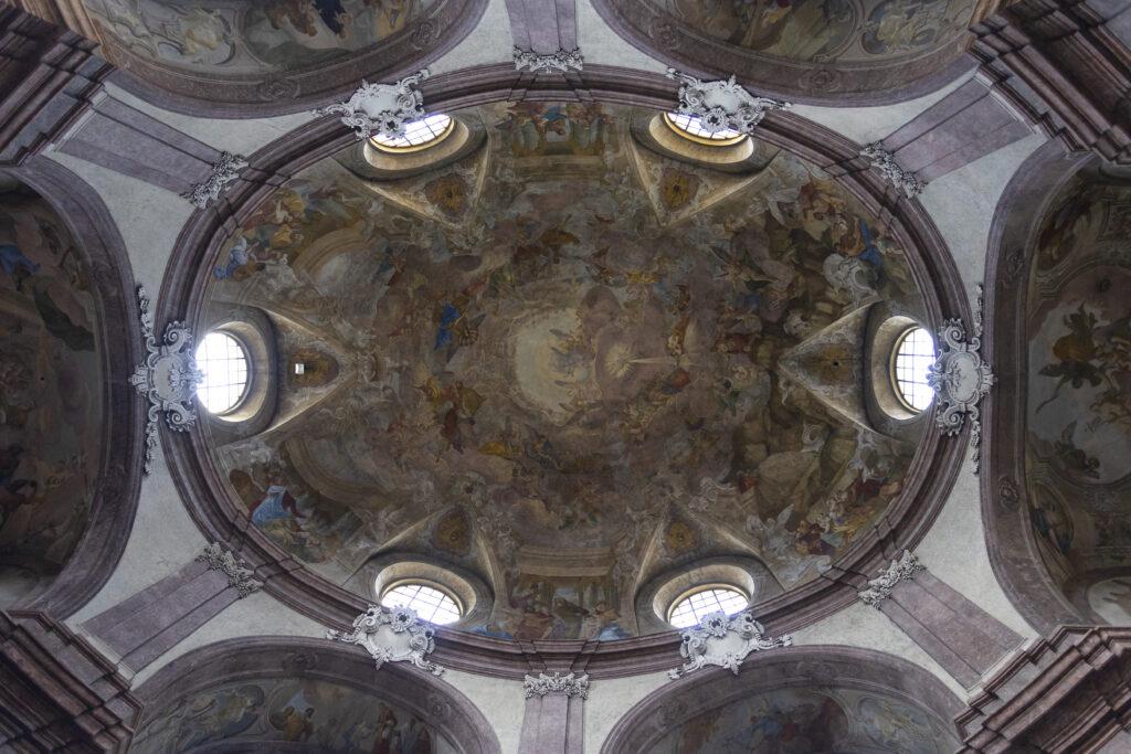Nástěnná malba Křest Krista v Jordáně pod kupolí kostela svatého Jana Křtitele