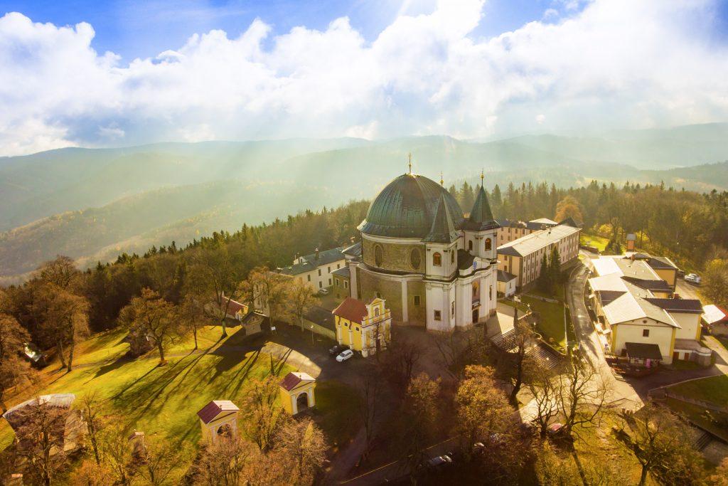 Letecký pohled na baziliku Nanebevzetí Panny Marie