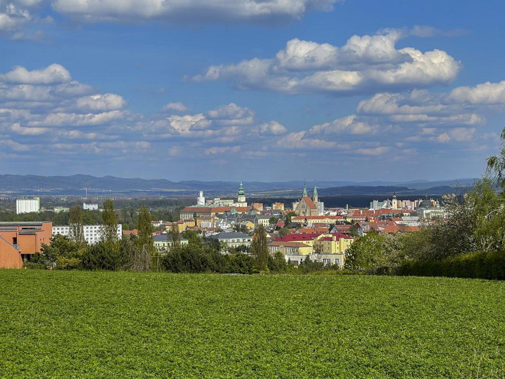 Výhled na město Kroměříž z vrcholu Barbořina