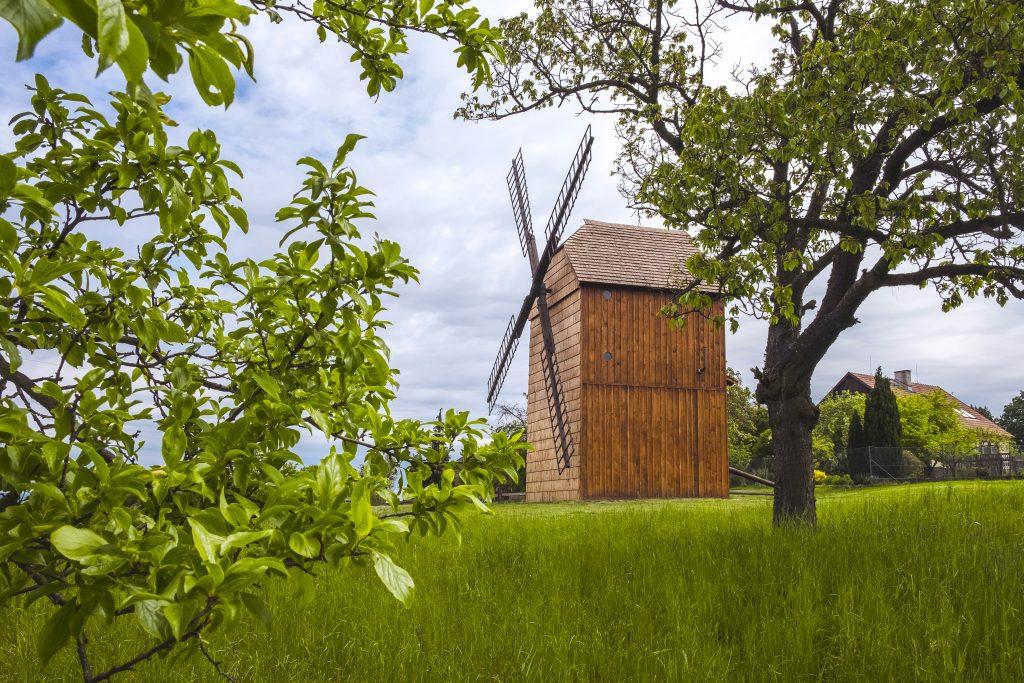 Boční pohled na větrný mlýn
