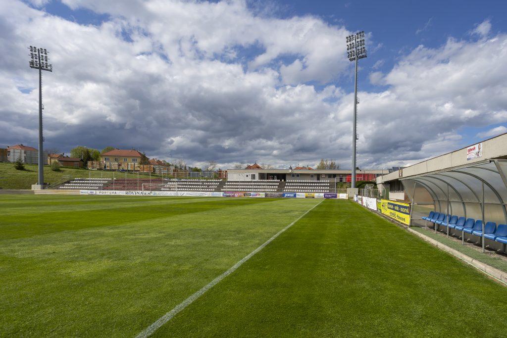 Tribuna na stadionu klubu SK Hanácká Slavia Kroměříž