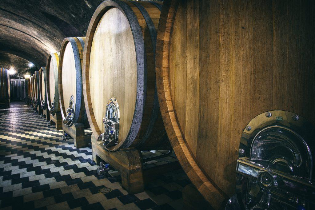 Sudy na uskladnění vína ve vinných sklepech