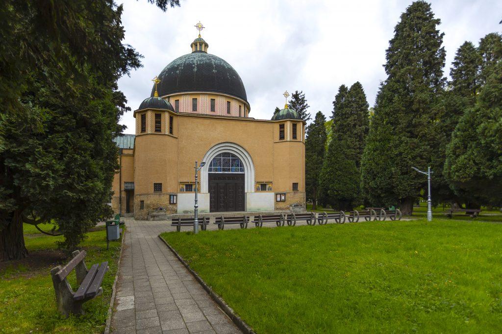 Lavičky u Kostela svatých Cyrila a Metoděje
