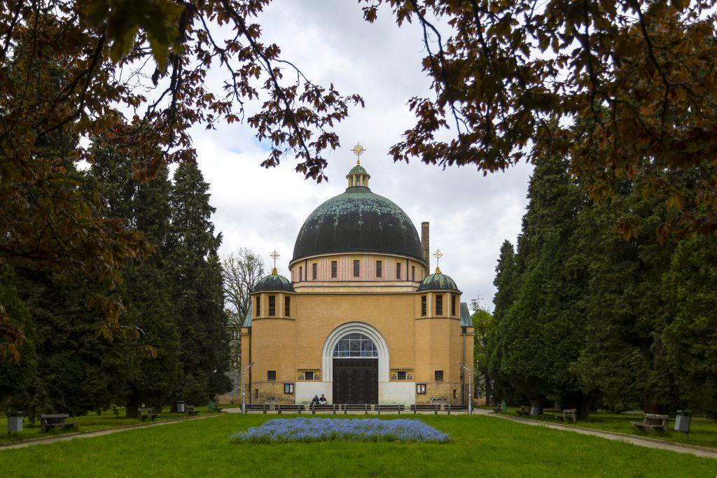 Kostel svatých Cyrila a Metoděje a park, který ho obklopuje