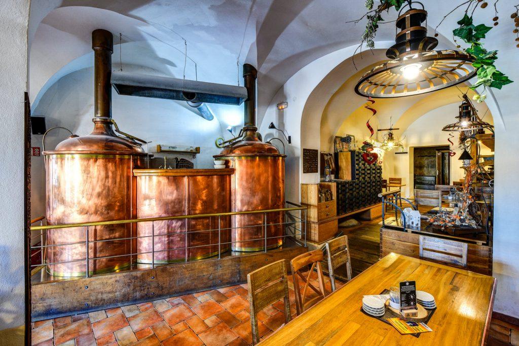 Interiér restaurace a pivovaru Černý orel