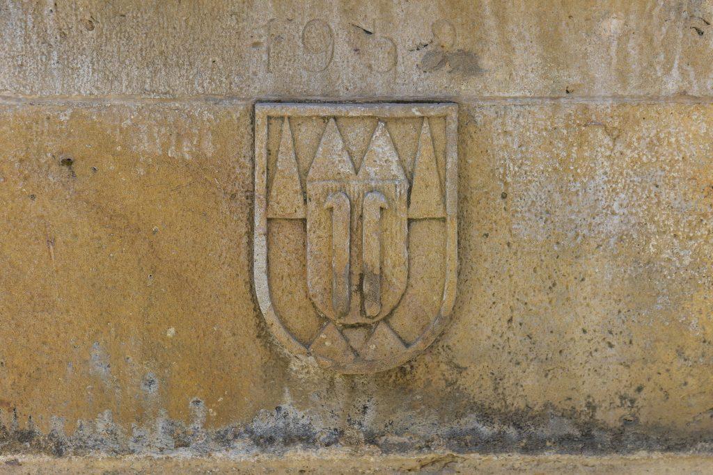 Znak města Kroměříže na kašně na Riegrově náměstí